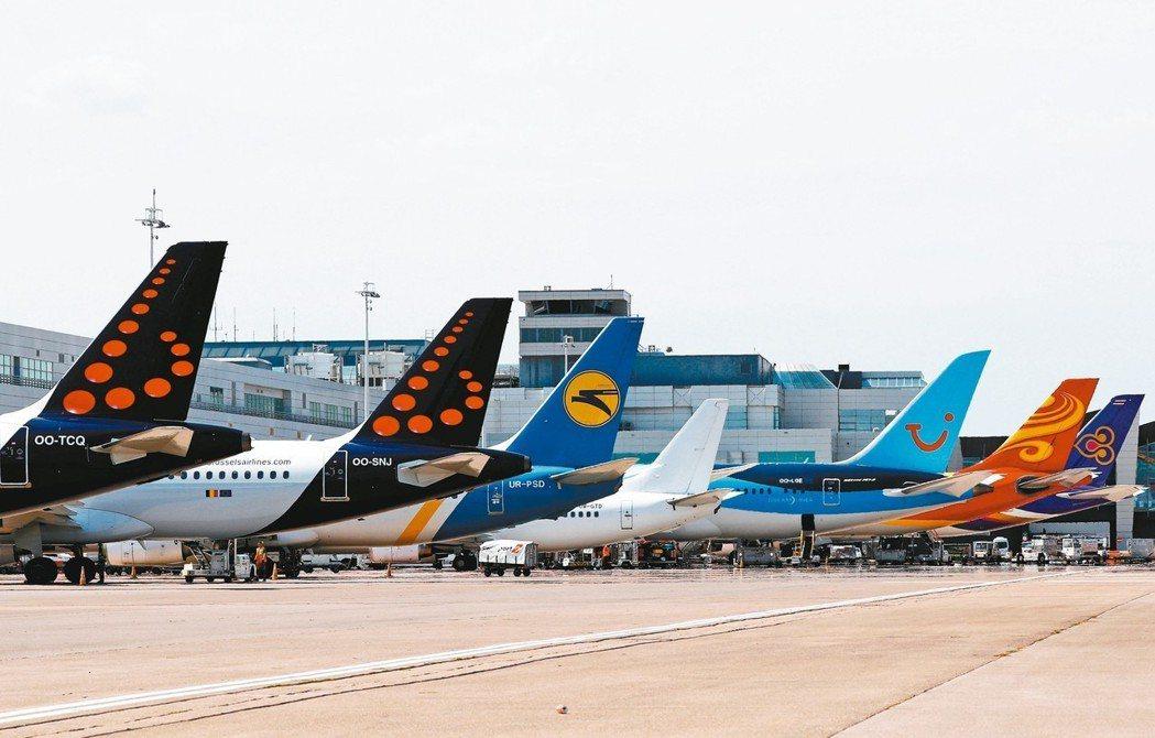 許多航空公司飛機停在布魯塞爾札范登國際機場。 路透