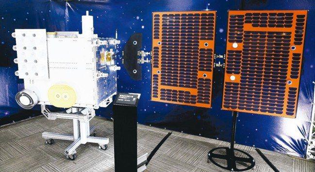 福爾摩沙衛星七號模型。 記者侯永全/攝影