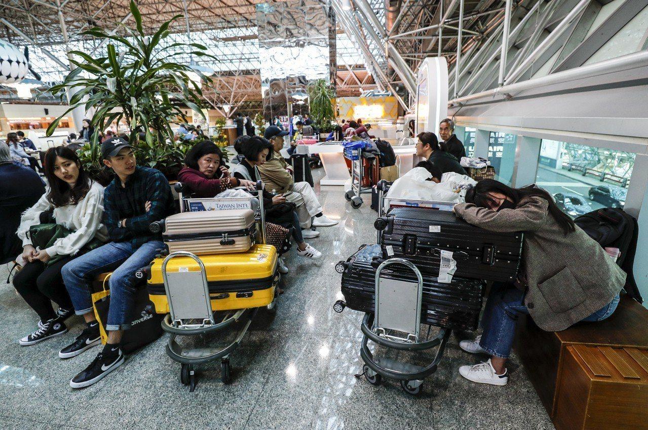 華航罷工影響上百航班,旅行業以及消費者都受到影響,旅行商業同業公會也提出訴求,盼...