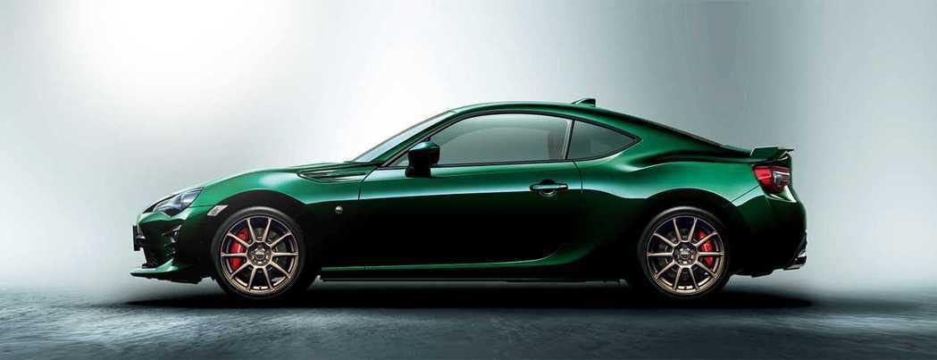 英國綠的86車身搭配金銅色的輪圈別有一番風味。 摘自Toyota