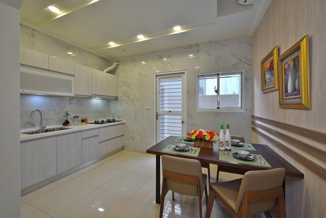 闔家歡宴餐廚空間。圖片提供/弓鼎建設