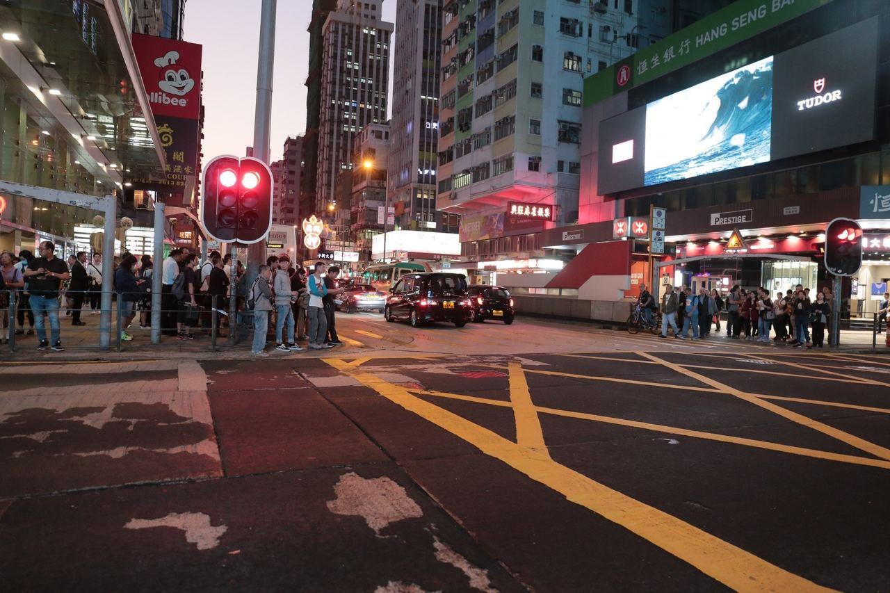 案發地點在旺角彌敦道,交通十分繁忙。圖/擷自香港01資料照