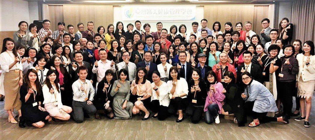 康見精準健康管理集團在台灣醫美健康管理學會的輔導下,成立北、中、南基因健康管理師...