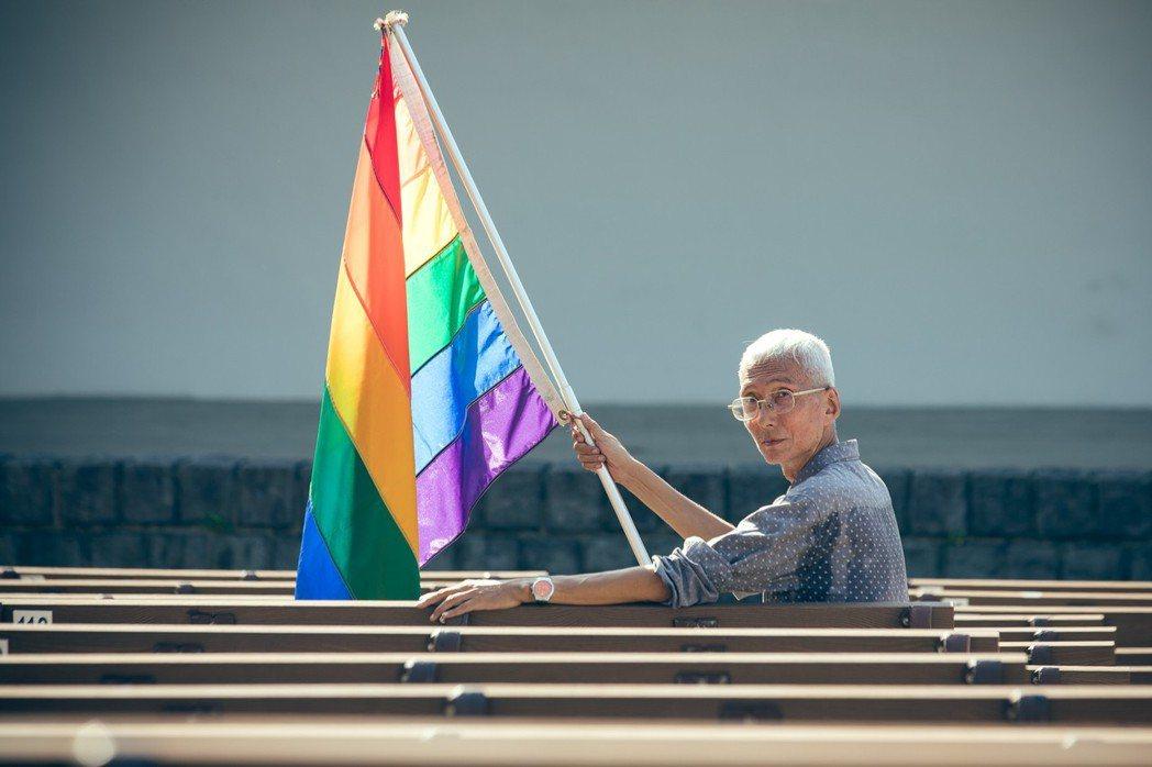 《釋字第748號》不只保障同志婚姻成家的自由,並且強調法律、政策要「平等」對待同志。圖為推動同志平權30餘年的祈家威。 圖/中華文化總會提供