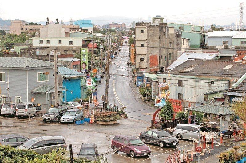 一再強調社子島發展落後、是弱勢地區,是開發方刻意鋪陳的輿論,與社子島人的在地認同...