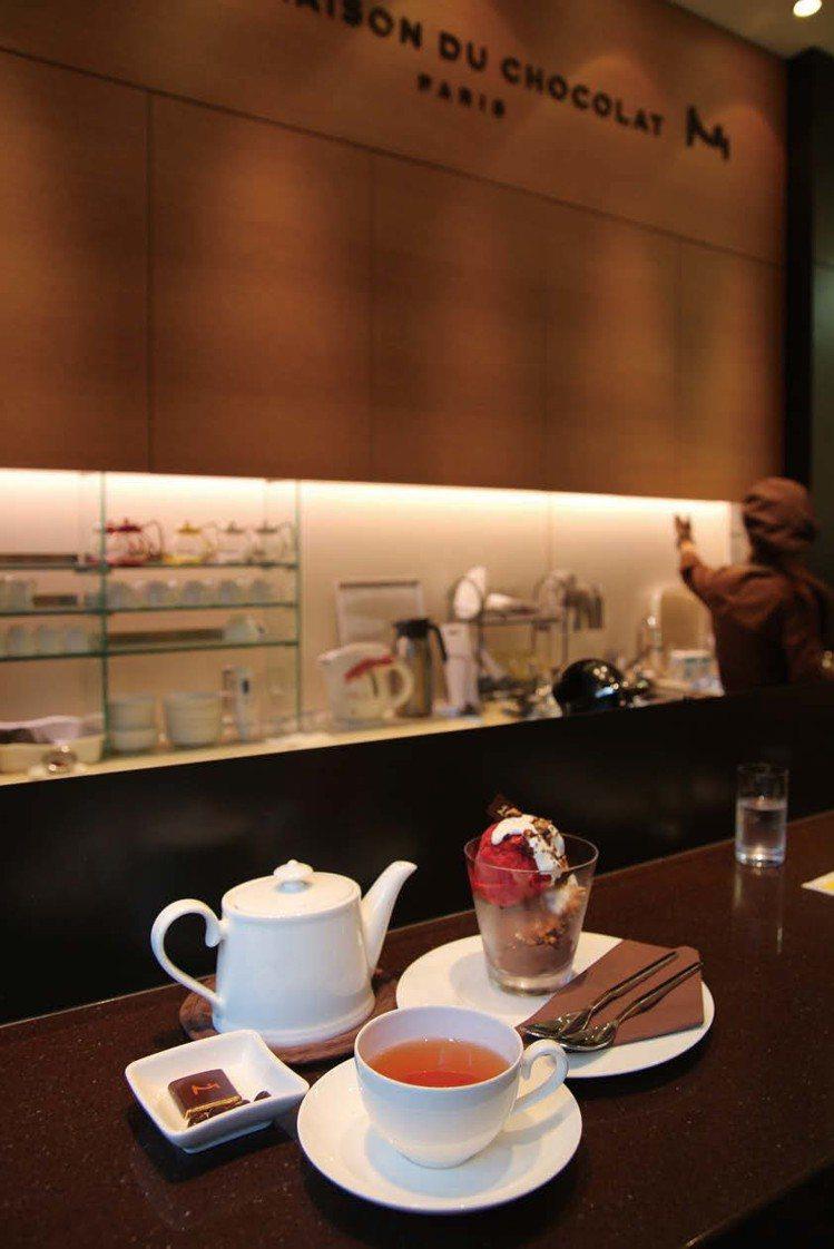 銀座和光百貨La maison du chocolat的午茶。圖/摘自寫樂文化《...