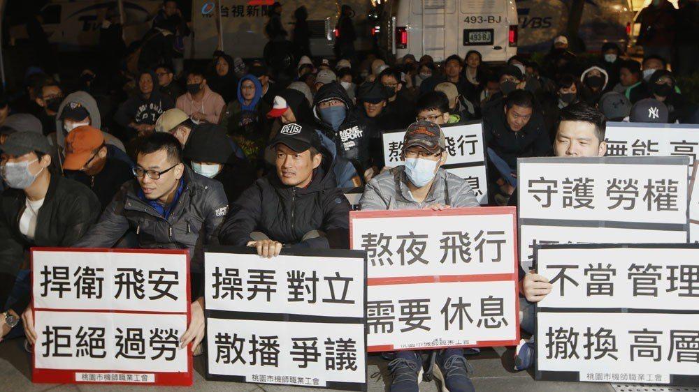 機師們罷工,讓春節連假的疏運面臨威脅,也讓交通部不得不出面。 攝影/郭晉瑋
