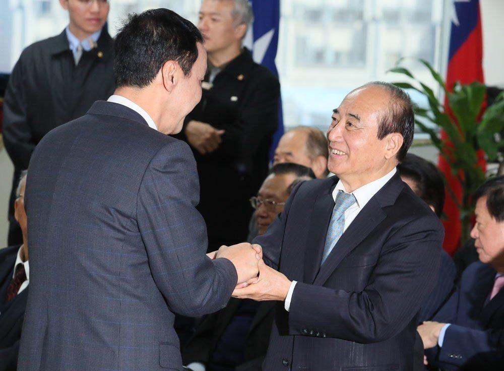 王金平(右)因四道籤助「韓流」有成,準備挑戰總統大位。 攝影/柯承惠