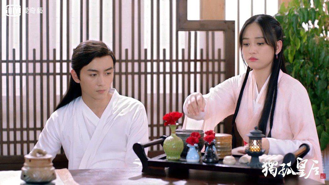 陳曉(左)在「獨孤皇后」中苦追陳喬恩。圖/愛奇藝台灣站提供