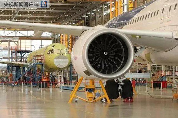 大陸國產飛機C919還有三架飛機在的總裝車間裡,預計今年首次試飛。照片來源/央視...