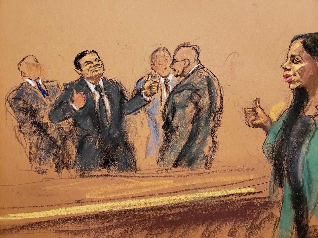 在場旁聽的媒體指出,身穿黑色西裝的古茲曼面無表情地聽完判決,被帶出法庭時,先跟律...