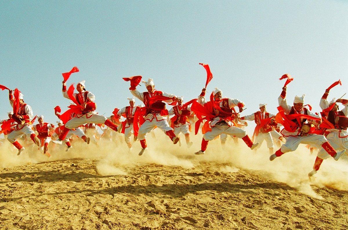 陝西安塞腰鼓有天下第一鼓之稱,百人同時擊鼓舞蹈,氣勢驚人。圖/南投縣政府提供