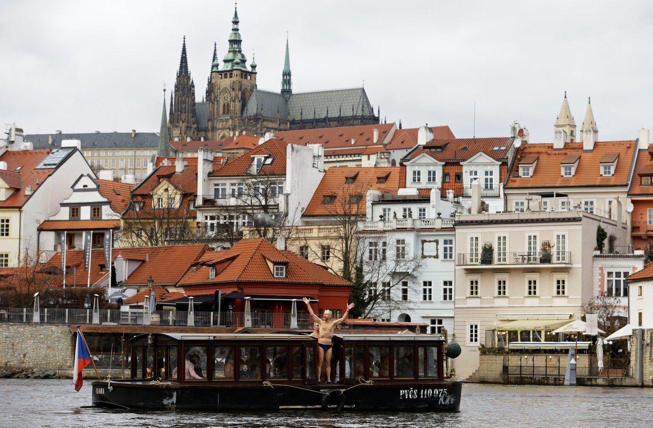 捷克首都布拉格市的伏爾塔瓦河。路透