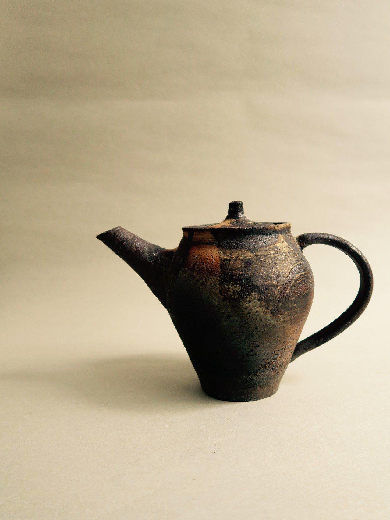 尾形篤的陶藝創作以了解泥土,順應泥土為思考。圖/小器生活提供