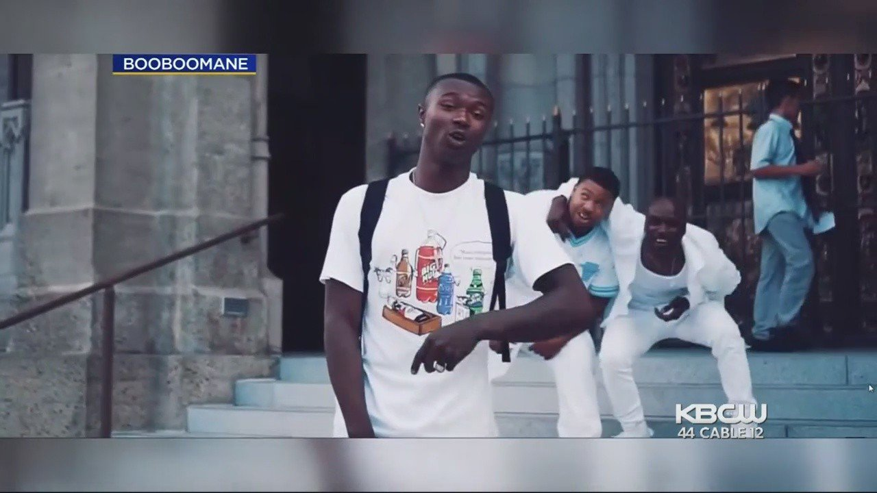 20歲的非裔饒舌歌手Willie Bo(前)9日晚上在車上睡覺,被六名警察亂槍打...