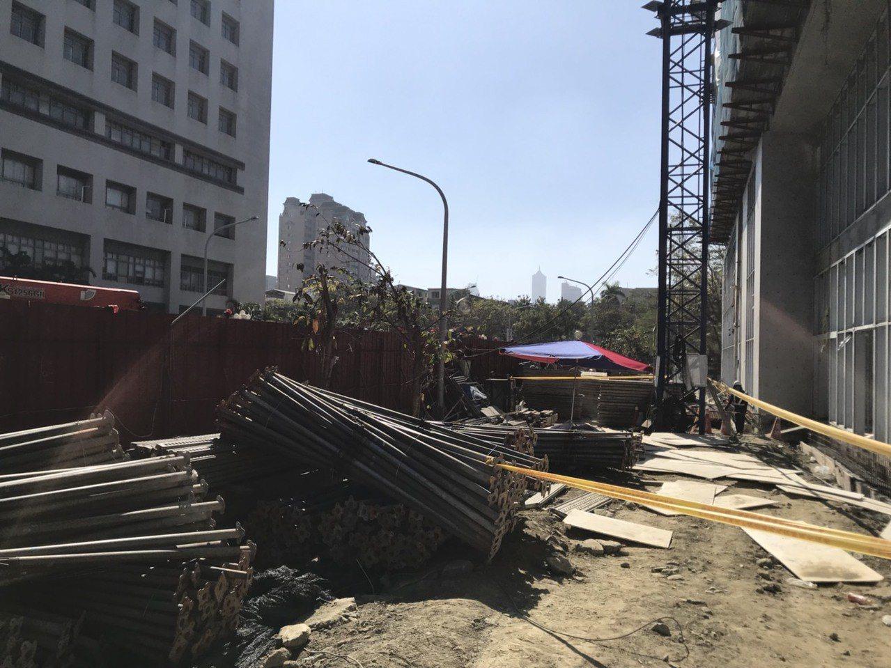 高雄市苓雅區今天下午發生死亡工安意外。記者張媛榆/翻攝