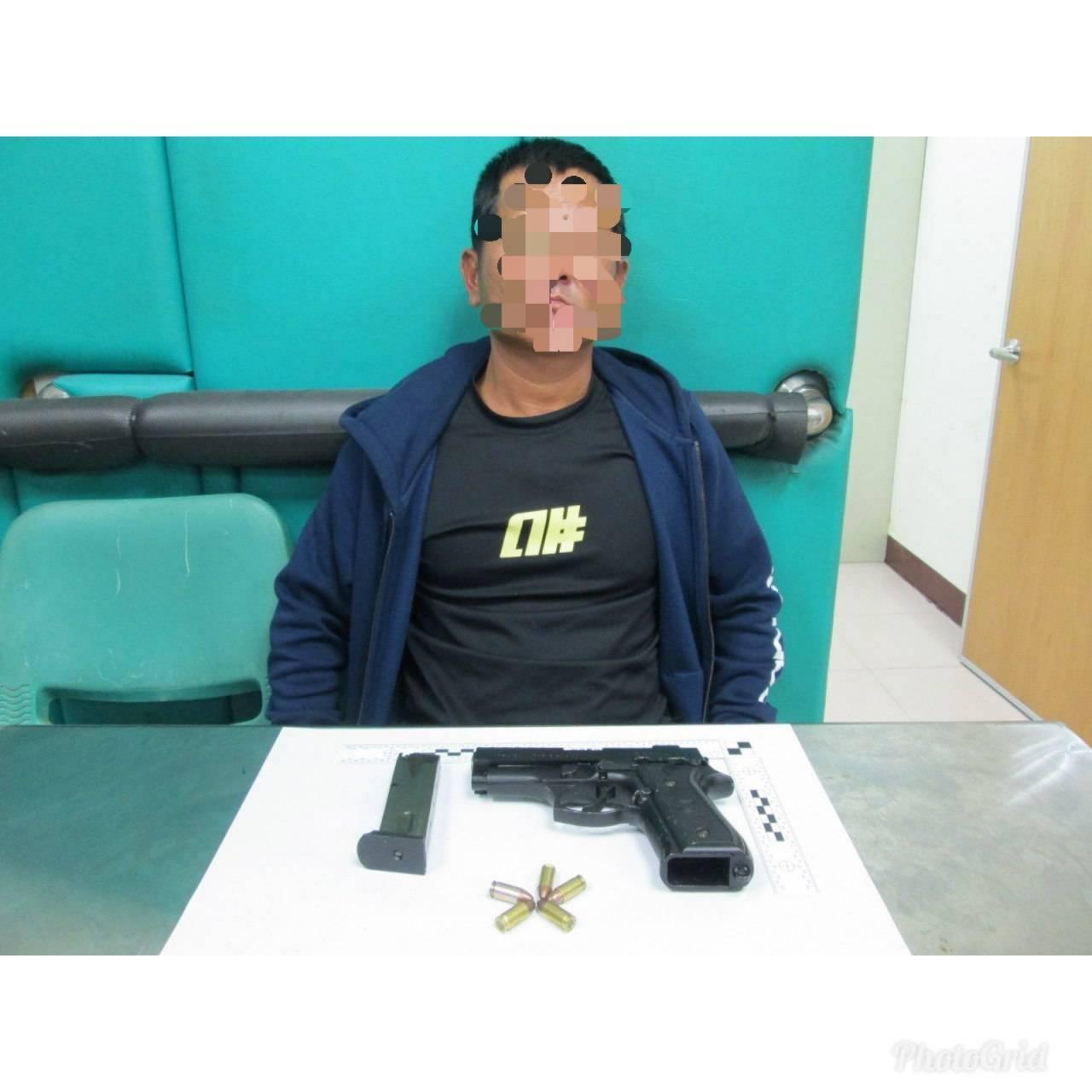 43歲的蔡嫌從事廢棄物處理工作,因與前妻娘家有金錢糾紛,昨晚持槍恐嚇前妻岳父母。...