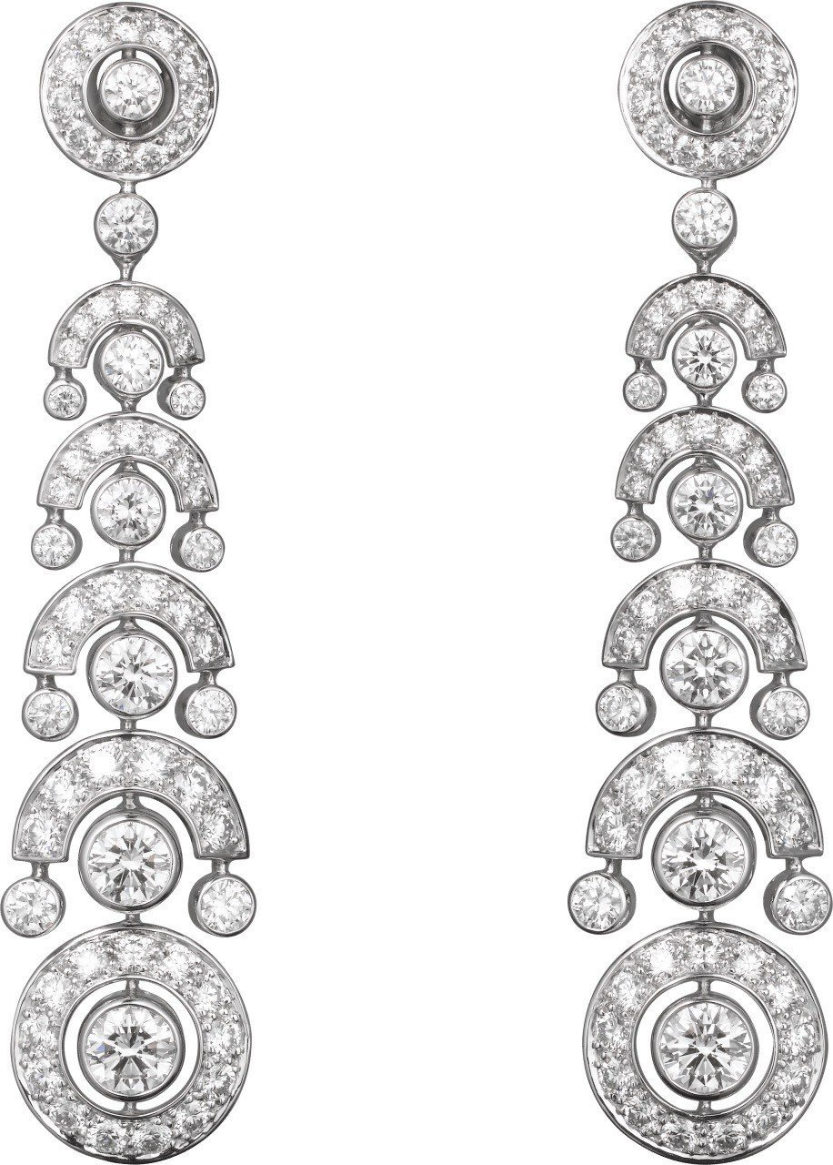 瑞秋懷茲配戴的卡地亞頂級珠寶系列耳環,18K 白金鑲嵌鑽石,未定價。圖/卡地亞提...