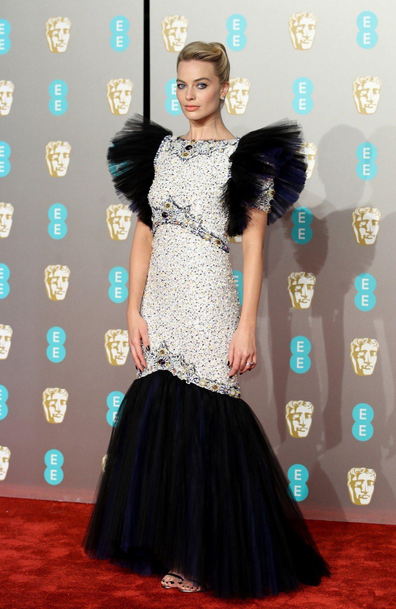 瑪格羅比出席第72屆英國影藝學院電影獎紅毯。圖/香奈兒提供