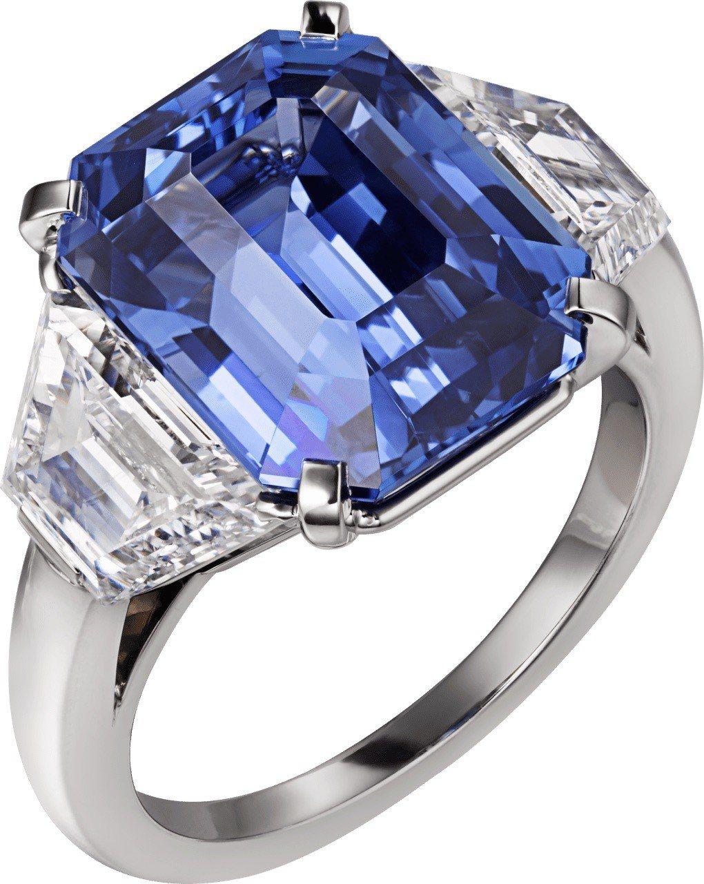 莉莉柯林斯配戴的卡地亞頂級珠寶系列戒指,18K 白金鑲嵌藍寶石與鑽石,未定價。圖...