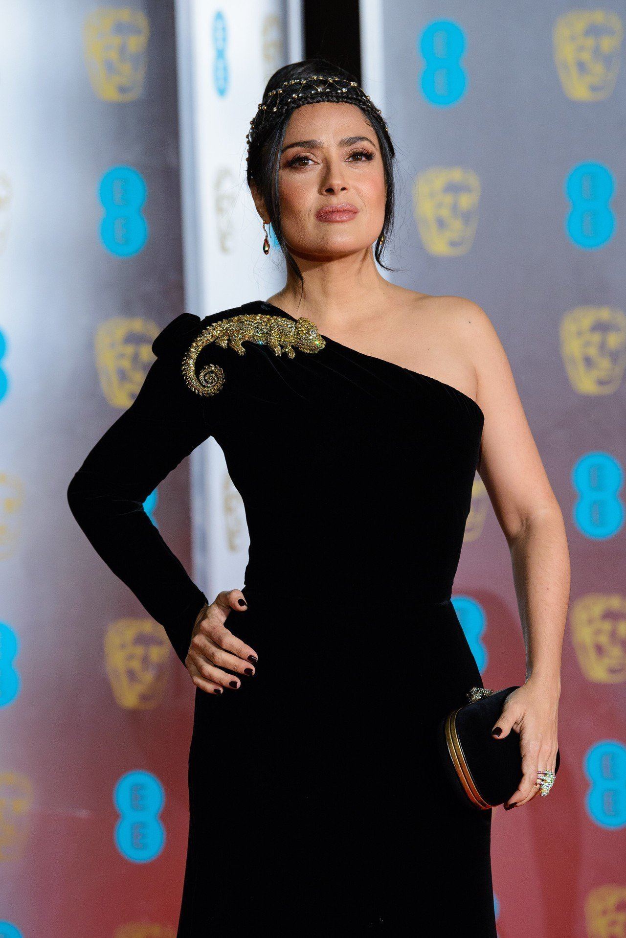 莎瑪海耶克配戴寶詩龍珠寶亮相第72屆英國影藝學院電影獎。圖/寶詩龍提供