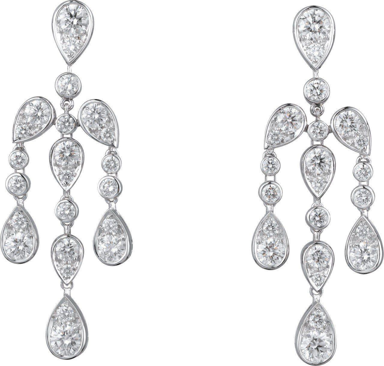 莉莉柯林斯配戴的卡地亞頂級珠寶系列耳環,鉑金鑲嵌鑽石,未定價。圖/卡地亞提供