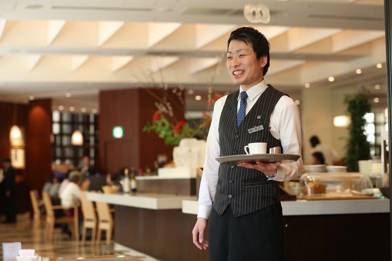 東急飯店餐飲服務人員。 圖/東急飯店提供