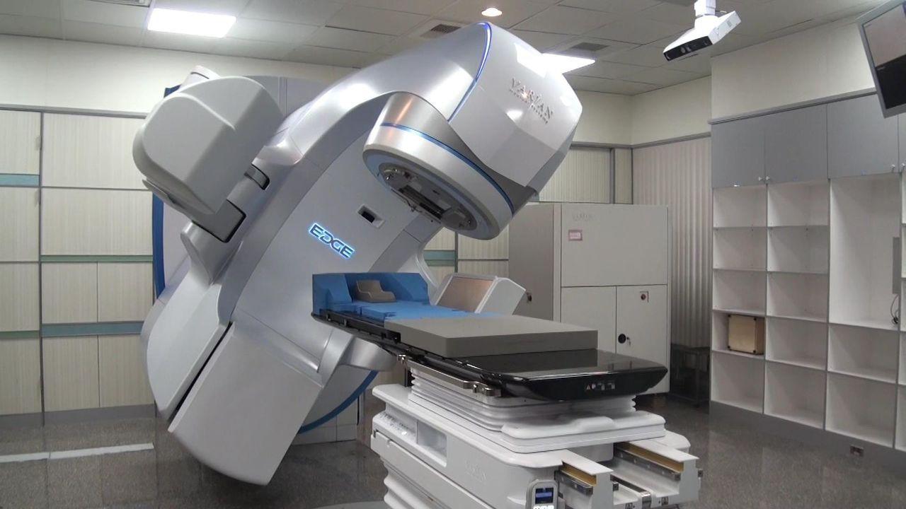 最新型的Varian EDGE 6D速鋒刀,連細小腫瘤都能精準治療。記者王昭月/...