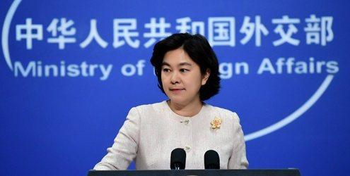 中共外交部發言人華春瑩今天13日在例行記者會上建議記者去看「流浪地球」。(外交部...