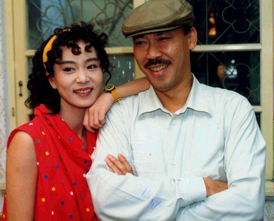 年輕時的馮淬帆(右)拍過許多電影,也跟劉雪華合作過。本報資料照