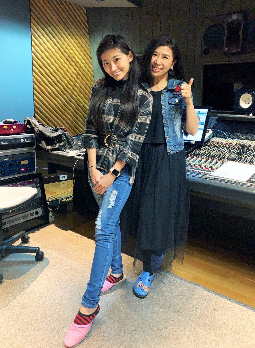 祈錦鈅(左)和馬毓芬。圖/Webtvasia Taiwan提供