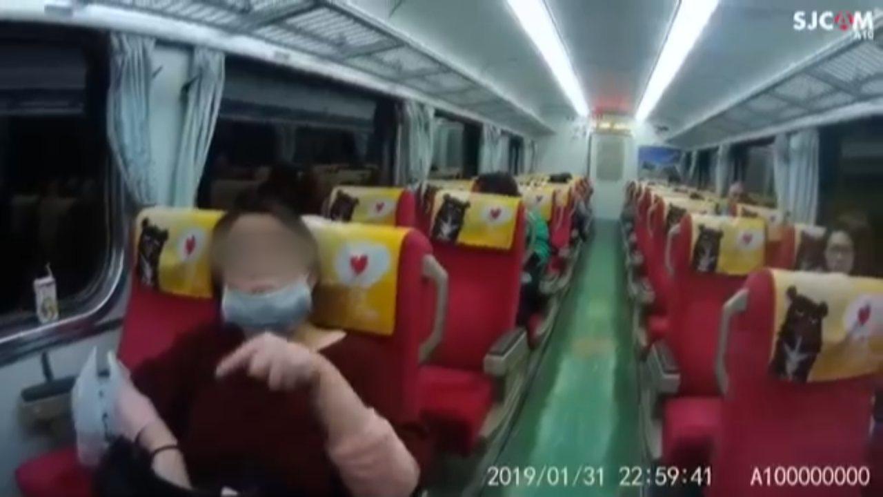 買22元的區間車票去搭票價自強號火車,女乘客從台北車站上車,在接近汐止站時車長驗...