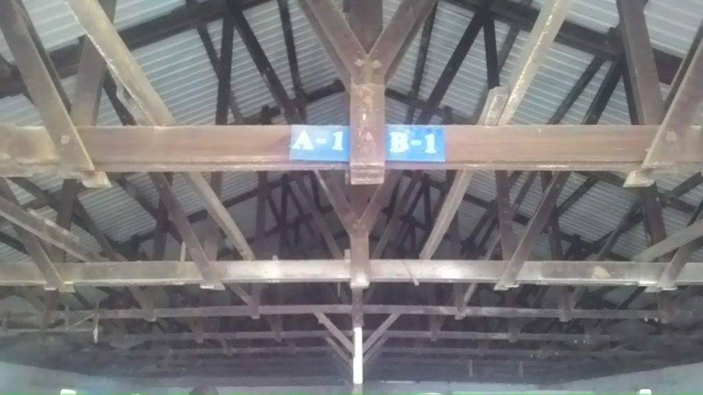 新竹市六燃廠區建物中有木造桁架屋頂等架構。圖/新竹市議員劉崇顯提供