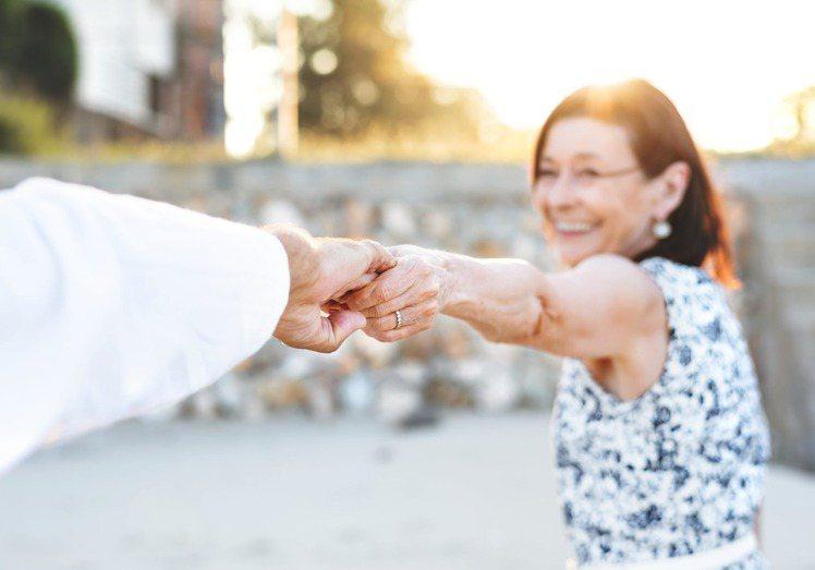 坦承自己的衰老,反而讓自己活得更年輕。圖/摘自 pexels