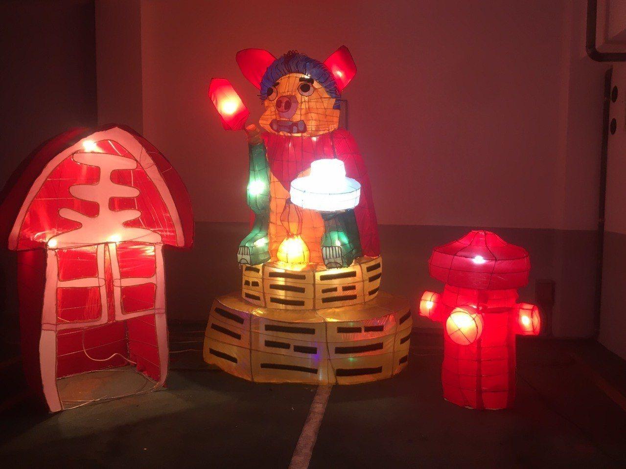 金門縣消防局今年的花燈是「風獅守護—豬獅大吉」,相當有童趣,將於元宵節在總兵署展...