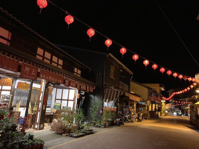 夜遊山村老街,感受悠遊山林間的舒暢快意。圖/阿里山管理處提供
