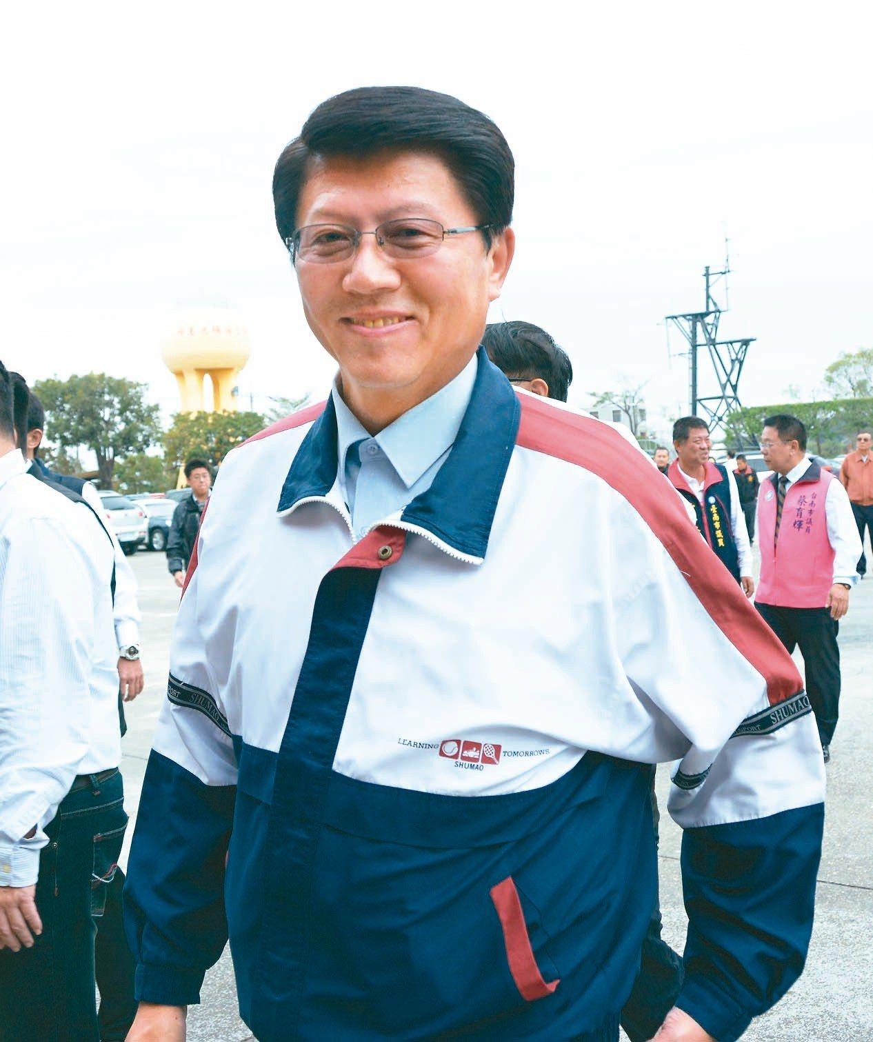 國民黨台南市議員兼黨部主委謝龍介,投入第二選區立委補選。 記者吳淑玲/攝影
