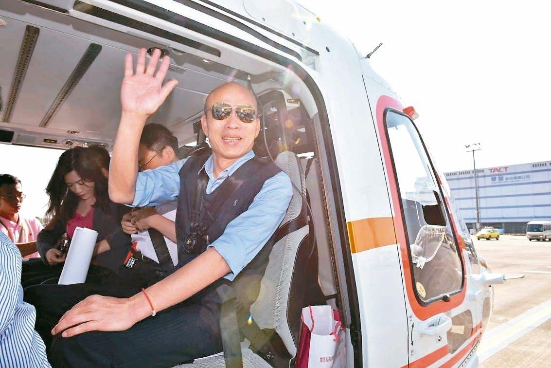 高雄市長韓國瑜昨天搭直升機空中視察愛河,透露愛情摩天輪已找到6個參考地點。 圖/...