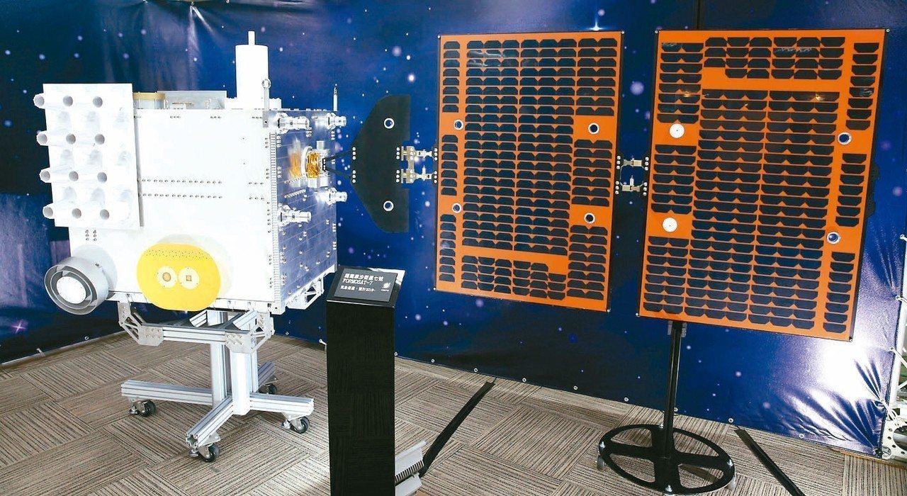 福衛七號已在等待運送赴美發射,圖為模型。 記者侯永全/攝影