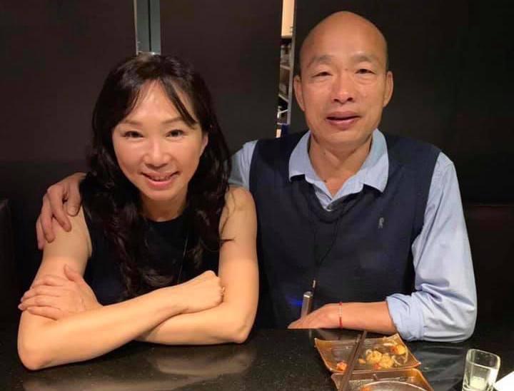 韓國瑜在情人節最後一小時貼出夫妻合照。 圖/擷自韓國瑜臉書