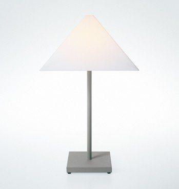 Armani/Casa最早的Logo lamp桌燈,憑藉著高雅簡約的風格,歷經1...