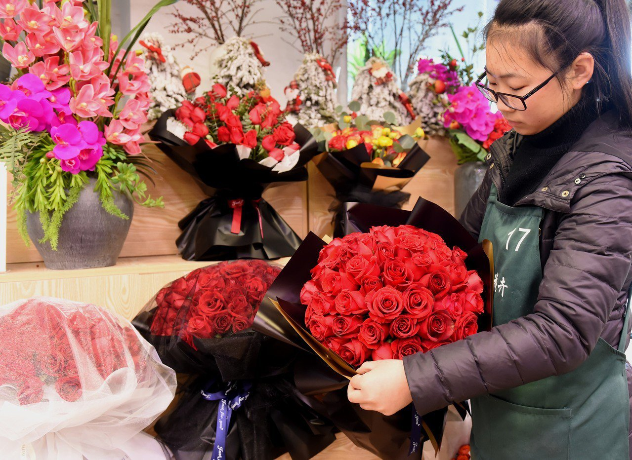 今天情人節,六成淘寶鮮花被女生買走。 中國新聞社