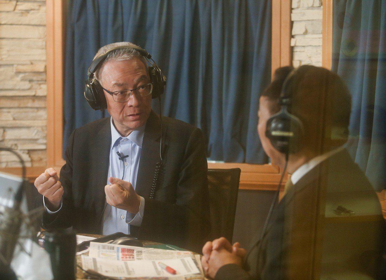 國民黨主席吳敦義(左)14日接受廣播節目專訪,談及目前參選2020總統大選的意願...
