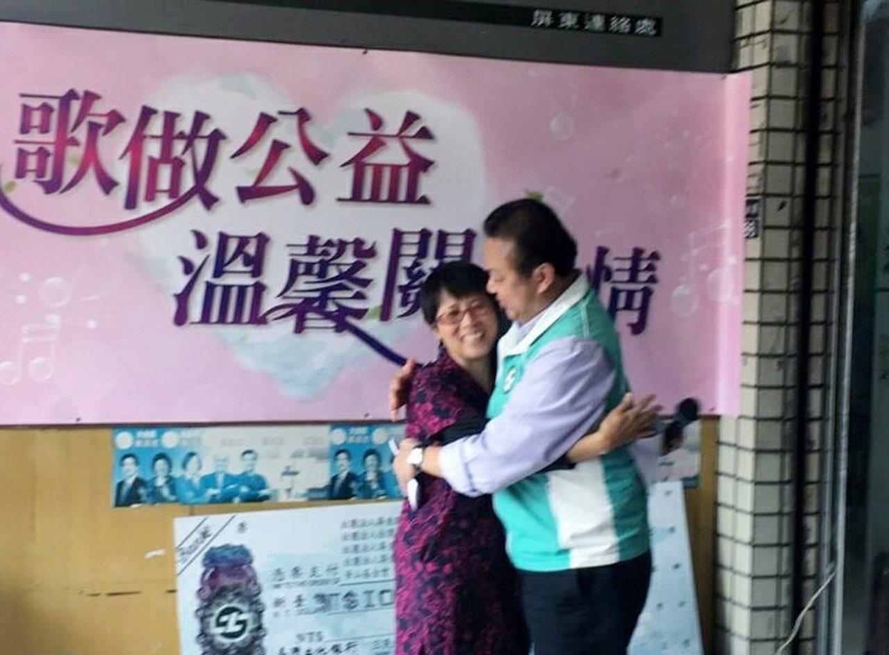 屏東科技大學副教授張麗玉(左)成立「台灣世界快樂聯盟」,專門協助愛滋病及毒品更生...