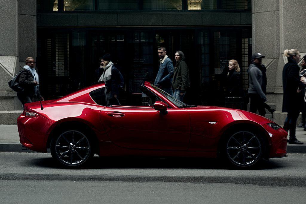 2019新年式Mazda MX-5結合消音器調校,讓車主在澎湃愉悅的引擎聲浪中,享受更快意的駕馭饗宴。 圖/Mazda提供