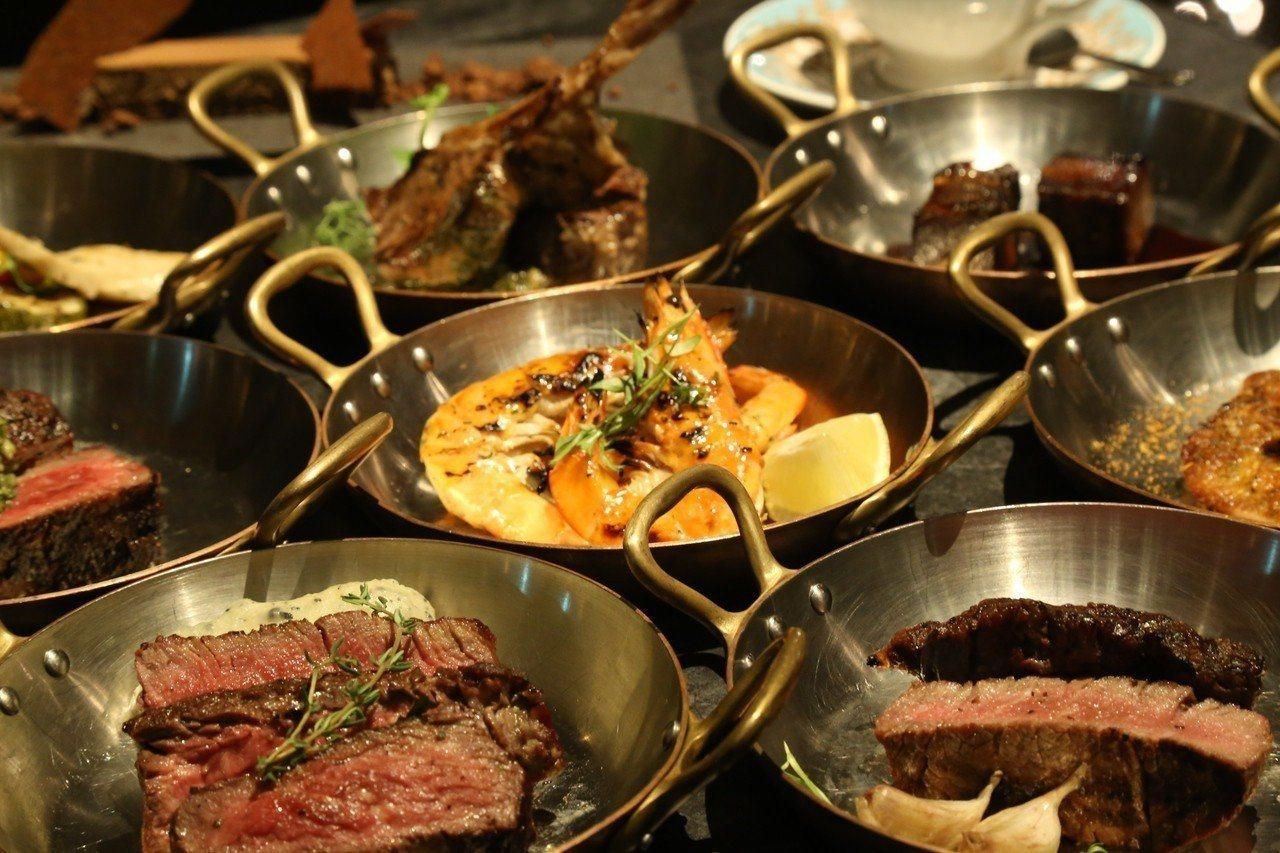 單身情人節前往用餐可享用14道牛排佳肴。圖/君品酒店提供