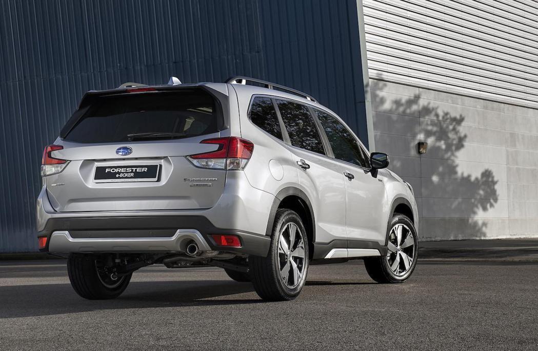 去年當家休旅Forester也導入2.0升e-Boxer車型。 摘自Subaru