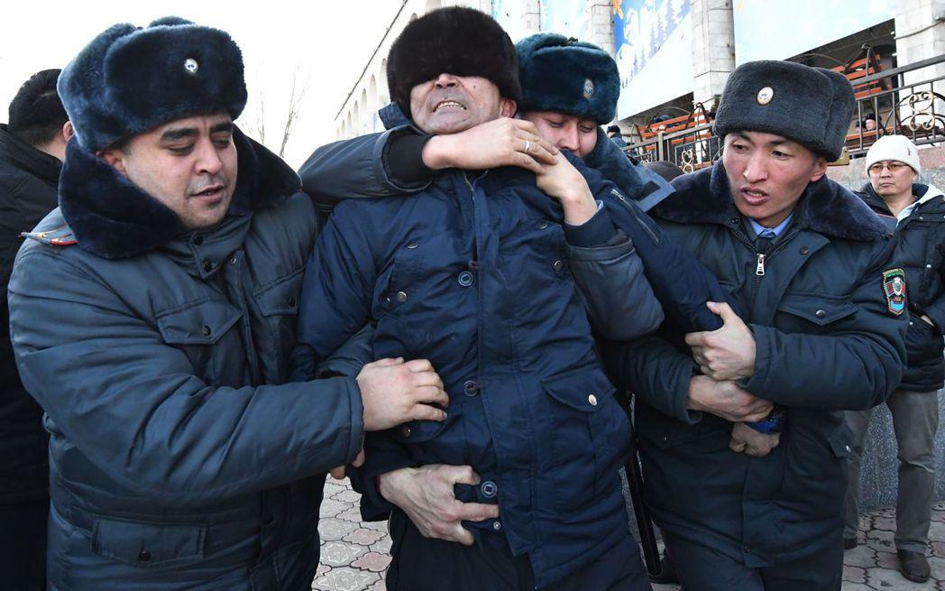 近年在中亞,反對中國的群眾示威浪潮頻頻出現。中國對新疆的高壓政策,也成為中亞民眾...