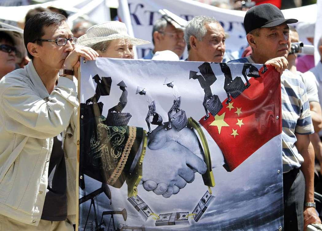 兩國政府靠攏中國,對新疆突厥穆斯林同胞莫不關心,與不少民眾對中國的感觀形成鮮明對...
