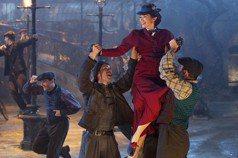 時隔54年的歌舞經典續篇——評《愛.滿人間》(上)